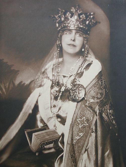 Coroana-Reginei-Maria-cu-svastica