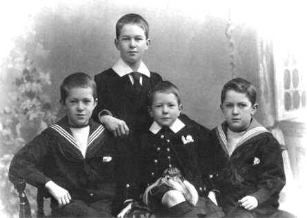 TE-1900-Four-Oldest-Brothers-a